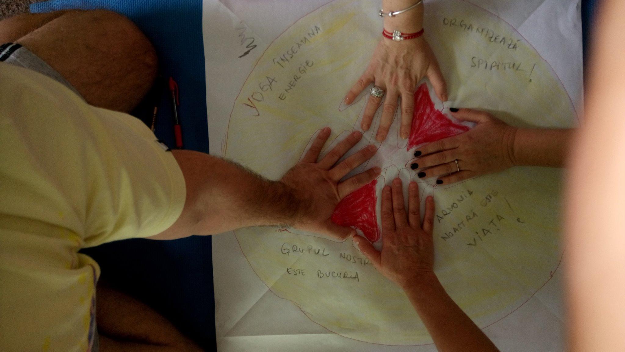 hands-yoga